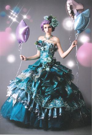 華やかドレス