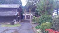 近くの八坂神社をお掃除。