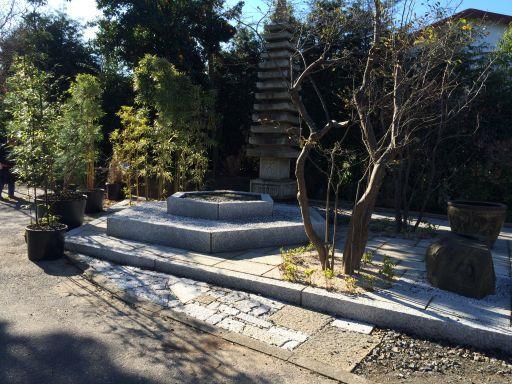 先日の記念碑の六角台