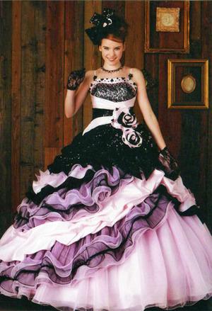 新作の人気ドレス
