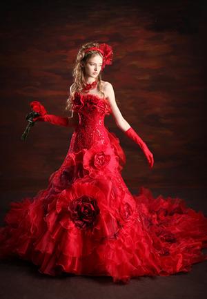 鮮烈な赤ドレス
