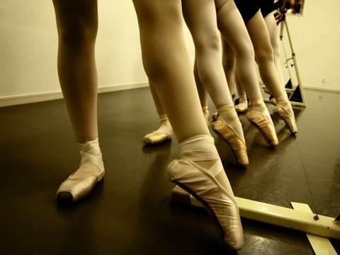 -- バレエスタジオに「ナギー、こんなのはじめて」--