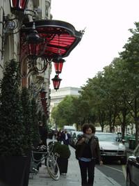 日本にもあったらいいな! パリの古着回収ポスト