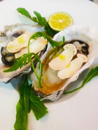 牡蠣と松茸のスプマンテ蒸し