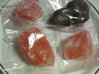 今日の幸せ「ピンクと黒の岩塩GET!」