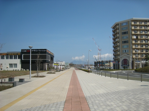 駅前ストリート(2008年4月12日撮影)