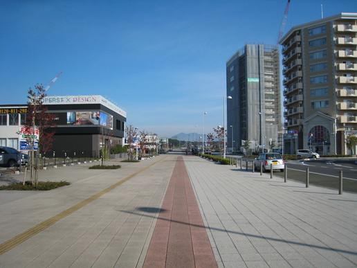 駅前ストリート(2008年10月29日撮影)