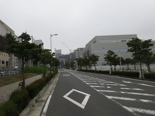 【今昔20】研究学園駅前公園前から研究学園駅南口を望む!南口は地味だけど大きく変わった。