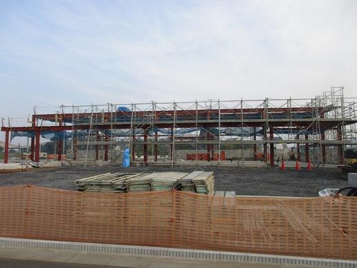 研究学園のはずれに建設中の待ち遠しいフルーツパーラーが姿を現す!