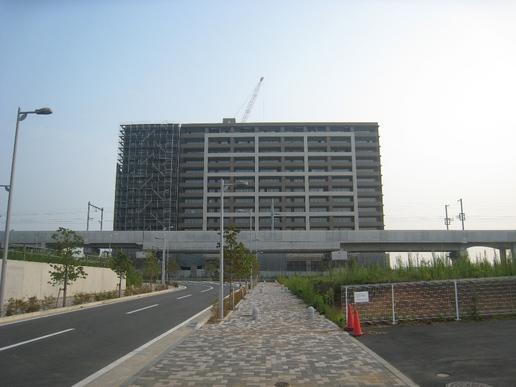 【変遷16】ドンキから研究学園駅への道はそそり立つマンション群に圧倒される!