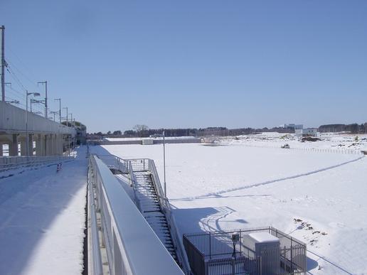 路跨橋から駅方面を望む(2006年1月22日撮影)