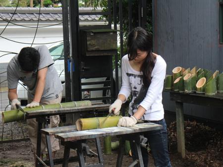 筑波大生と一緒に「トワイライト音楽祭」&「盆ライブ」で使う竹灯篭作りました!