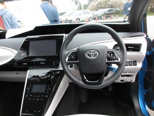 自動車研究所一般公開「トヨタMIRAI」に座ってみた!