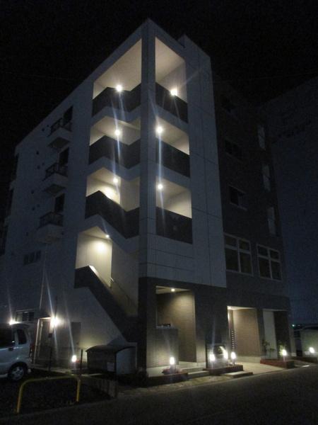 研究学園駅近、ネッツトヨタ裏店舗付賃貸マンションが完成した模様!