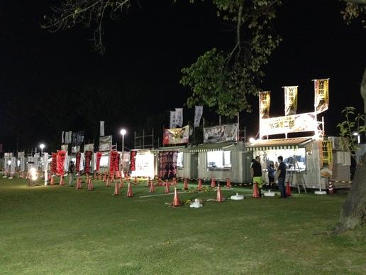 明日(10/10)から始まるつくばラーメンフェスタの準備が大々的に行われていました。10/9夜7時の様子です!
