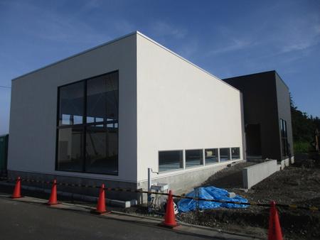 学園の森1丁目ウエルシア前におしゃれな建物ができた!