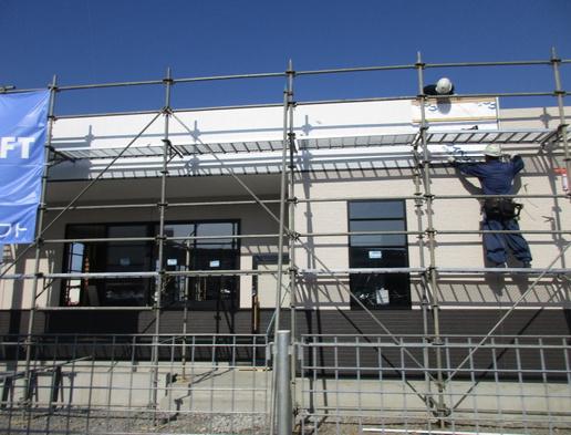 ゴールデンウィーク返上で建設を進める「スシロー」ついに看板が取り付けられた!