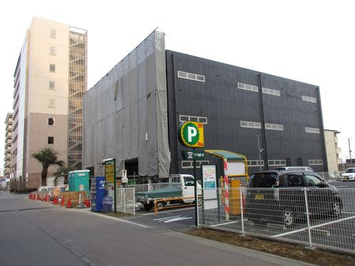 研究学園に建設中テナントビルの外観が次々に現るる!