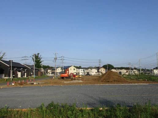 学園の森のミートコとルポの間の空き地で何やら工事が始まった!
