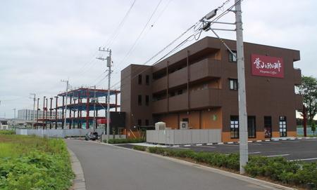 葉山珈琲隣の店舗付共同住宅の鉄骨が組みあがっていた!