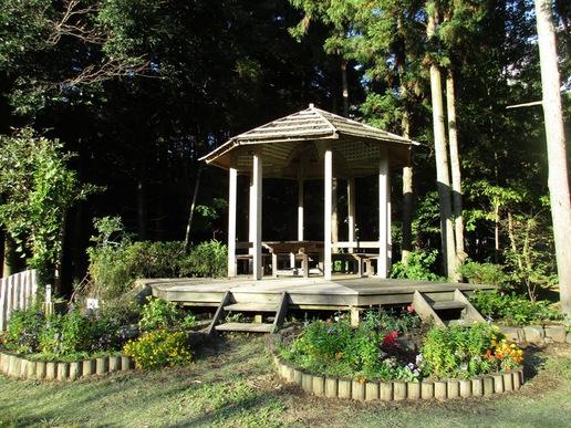豊里ゆかりの森に隠れ家的な「イングリッシュガーデン」があります!晴れた日は心地よい空間です。!