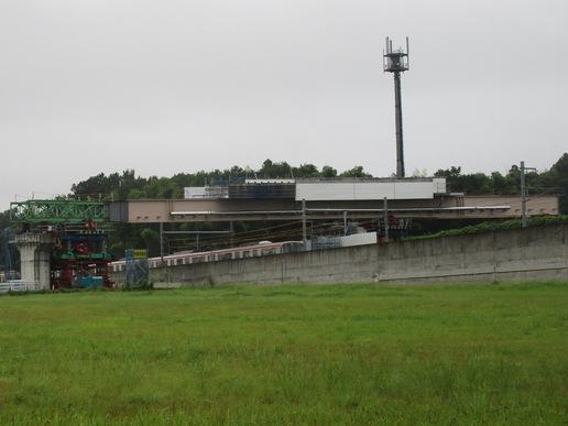 圏央道工事本格化!TX万博記念公園駅近くで跨線橋工事が進められています。