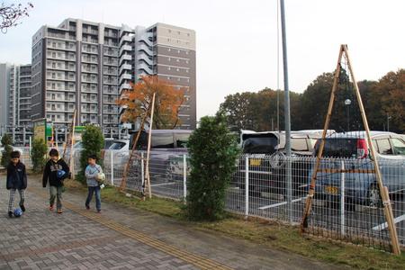 研究学園駅前イルミネーション設置の様子です。今年の目玉は・・・
