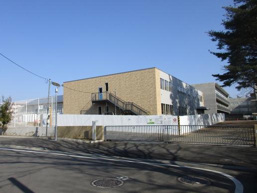 小中一貫校の先駆け「春日学園」新校舎増築工事。完了間近ですが・・・