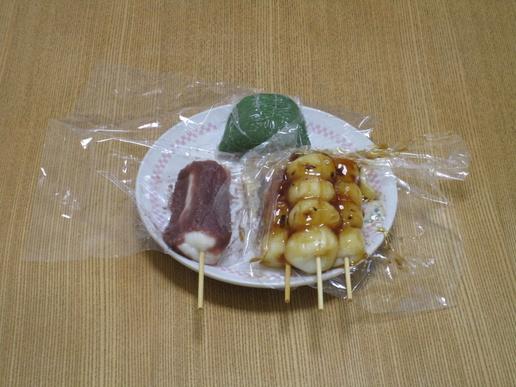 谷田部の素朴なだんご屋さん「伊勢屋」だんご1本70円と安い!