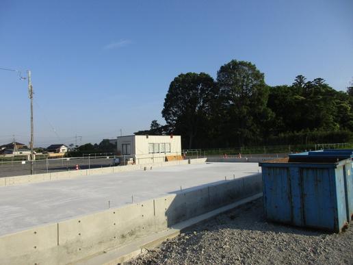 学園の森ウェルシア前に貸店舗建設中。7月末工事完了予定!
