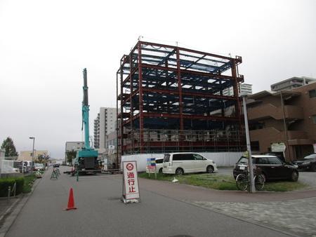 研究学園駅近くに5階建て「店舗マンション」出現!