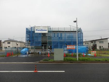 葛城西線のあちこちで店舗建設工事が行われている!