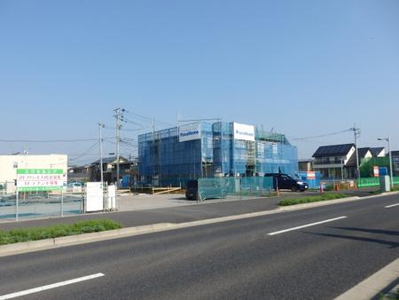イチムラ帽子カバン店右側もフェンスで囲われ店舗建設工事が始まった!