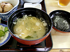 割烹 三徳 - 豆腐とワカメとネギの味噌汁