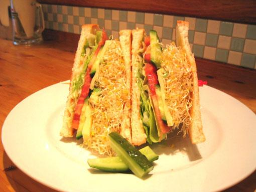 チーズと野菜のサラダサンド