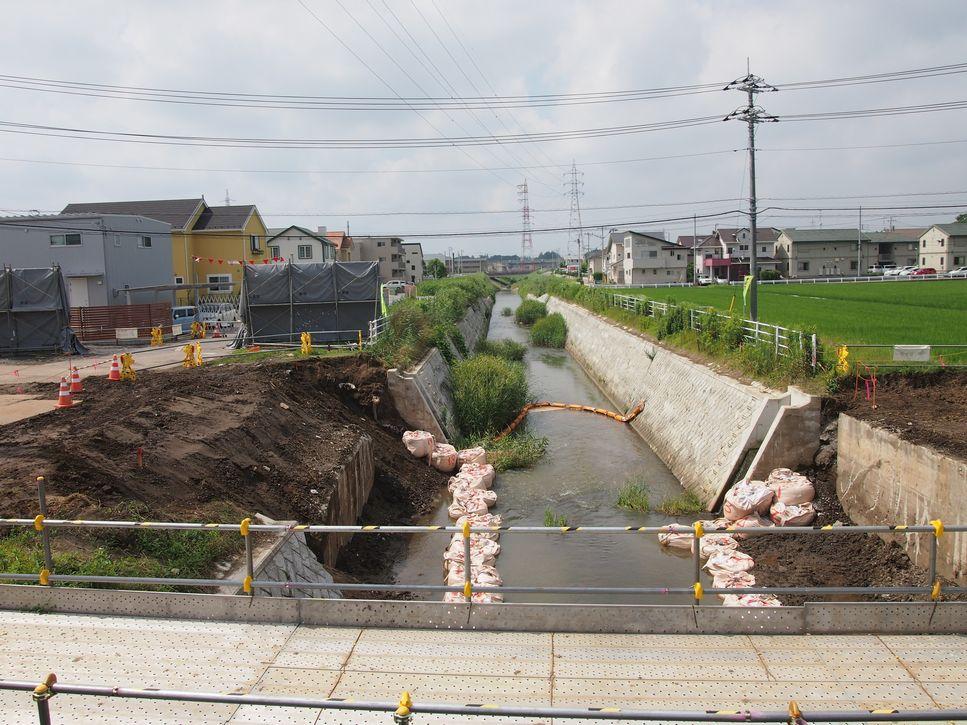 研究学園 下平塚の道路整備の様子と蓮沼川の様子