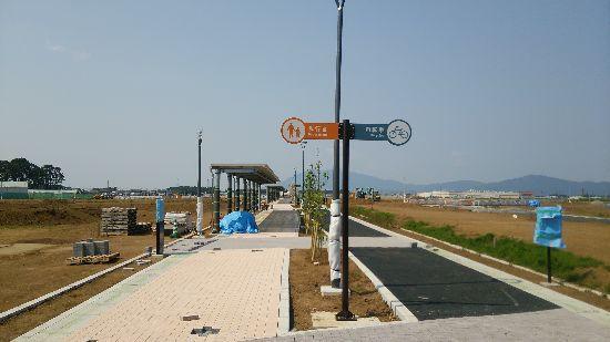 研究学園 葛城地区C-44街区外整備工事がきれいな遊歩道を作ってる!