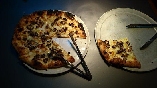 つくば市稲荷前 チムニーギオット ピザ窯復活!