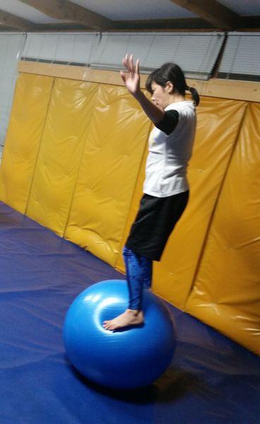 Rika san stands on da ball!!!