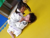 女の子も楽しく練習しています