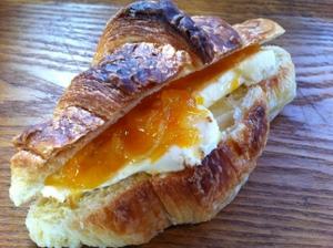 クリームチーズのクロワッサンサンド