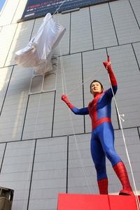 蜘蛛男な除幕式!?