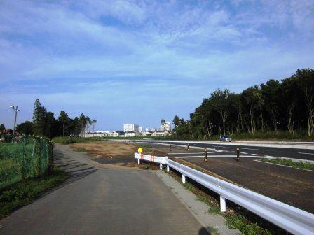 新都市中央通り沿いの無意味な道路!