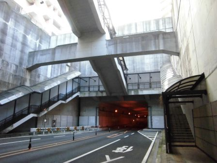 【幻の新交通システム(1)】花室トンネルにある謎のバス停!