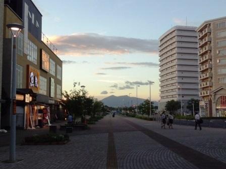 夕暮れの研究学園駅前!