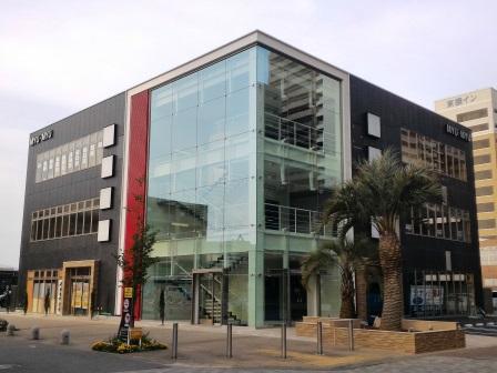 研究学園サーパスの北側にできたテナントビル「MYU・MYU」!