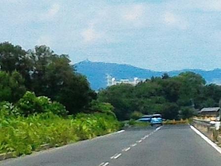 万博記念公園駅南の新都市中央通りから見える筑波山と研究学園!