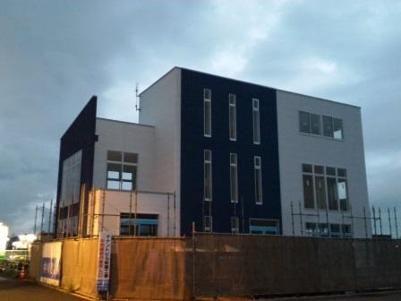 学園の森の葛城西線沿いに2軒のテナントビルが建設中!