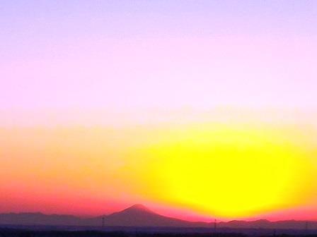 2016年最後の夕焼けに浮かぶ富士山!