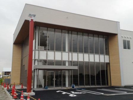 研究学園3丁目の小野酒店の北側に建設中の店舗が完成間近!